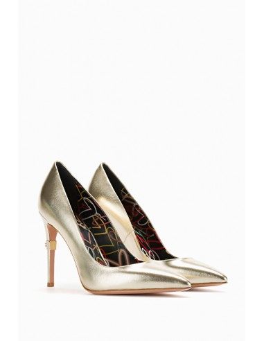 Pumps with heart print