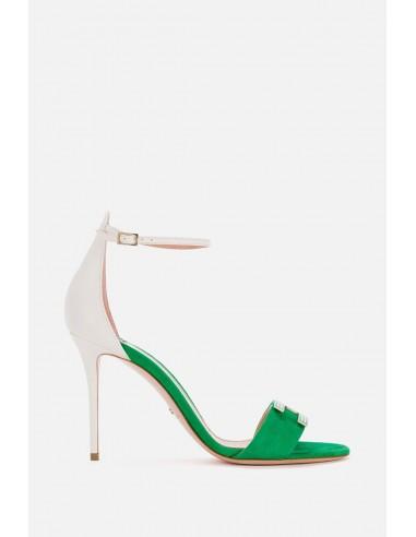 Sandália de duas cores com correias