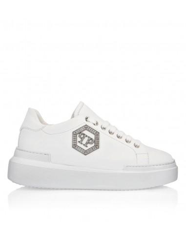 Elegant Sneaker with Metal Logo